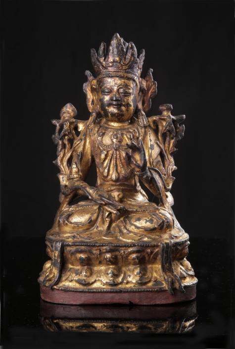 Bronzebuddha auf einem Lotus sitzend in Varada-Mudra